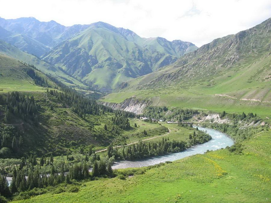 Фотография долины на склоне Кенгей-Алатау
