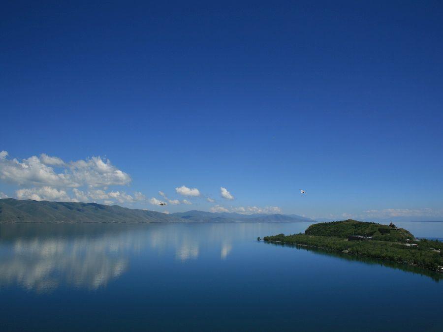Фотография озера Севан в Армении