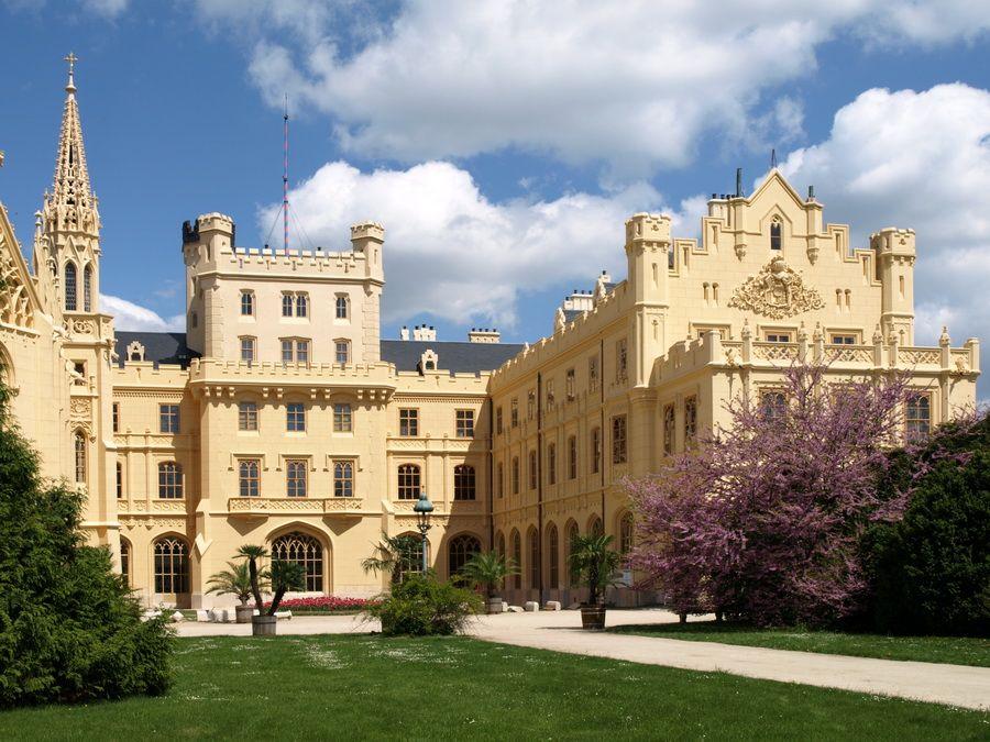 Фото Ледницкого замка в Чехии