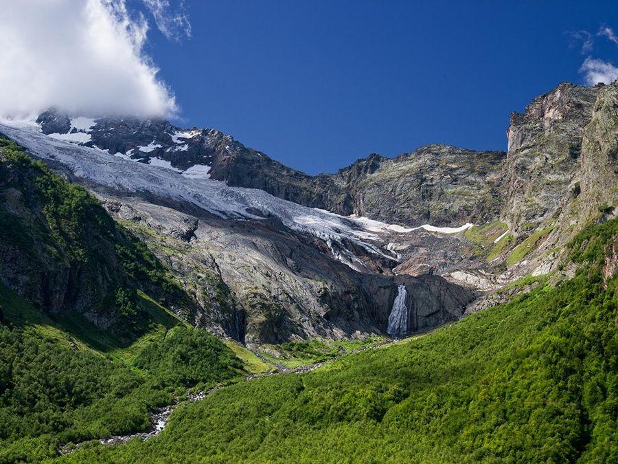 Фотография водопада на леднике Джугутурлучат