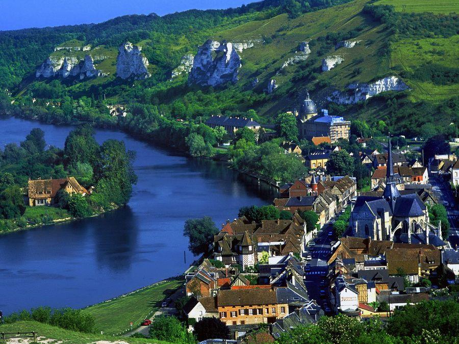 Округ Лез-Андели на берегу Сены фотографии Франции