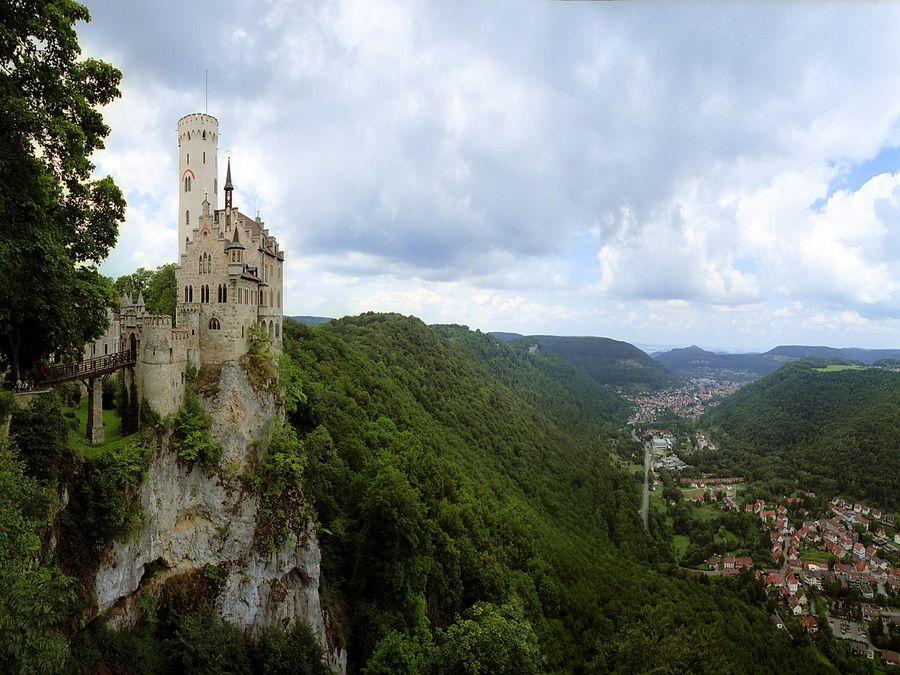 Фото замка Лихтенштейн в Венском лесу