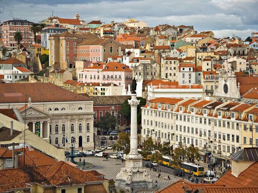 Вид на Лиссабон и площадь Дона Педро IV фото