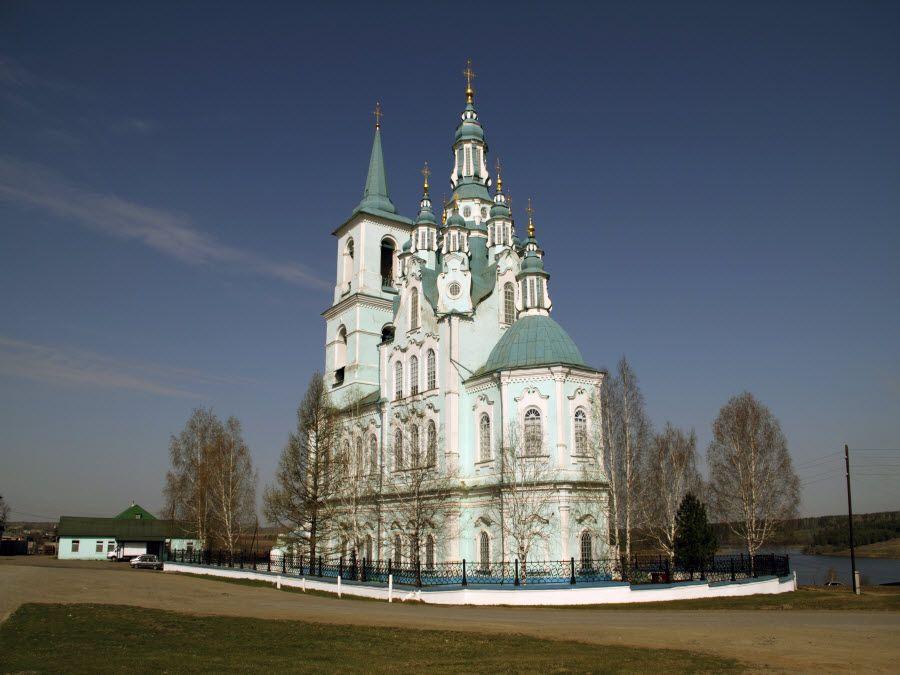 Фото старинной русской церкви в деревне Нижняя Синячиха