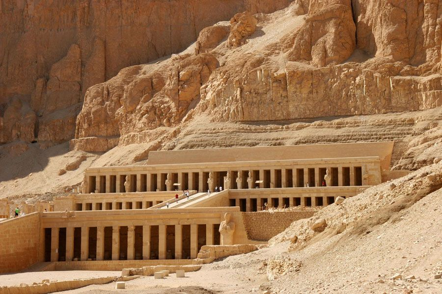 Храм около города Луксор фото