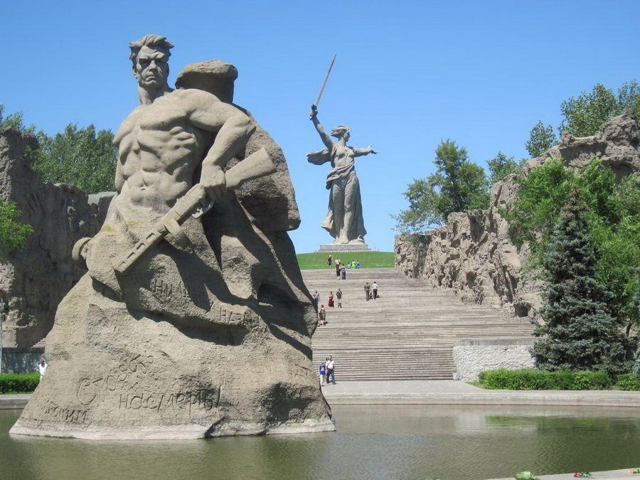 Статуя Стоять насмерть фото Военного мемориала Мамаев курган
