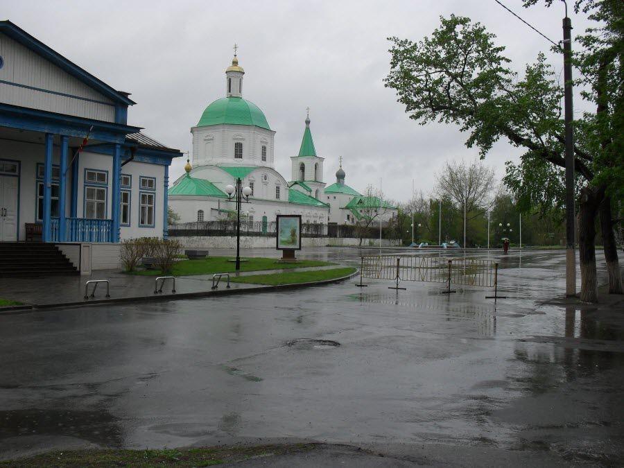 Фото вид на церковь на территории усадьбы М. А. Шолохова