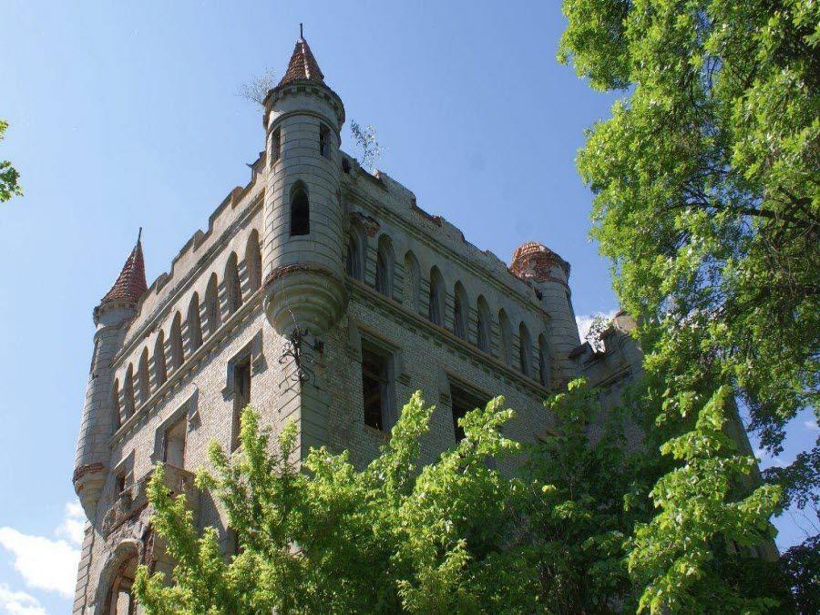 Вид на башню усадьбы Храповицкого фото