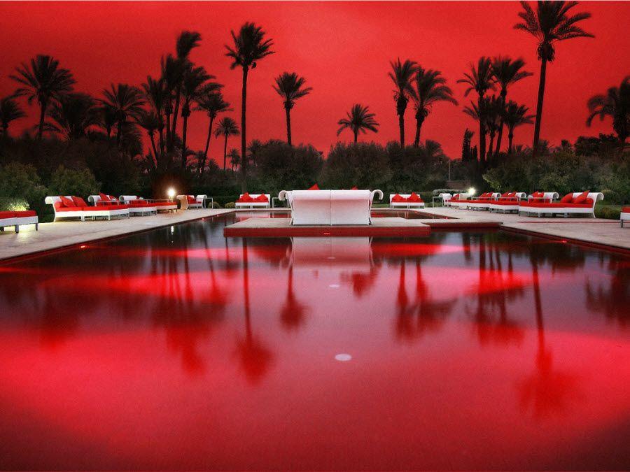 Потрясающий вид одного из отелей Марракеша на закате фото