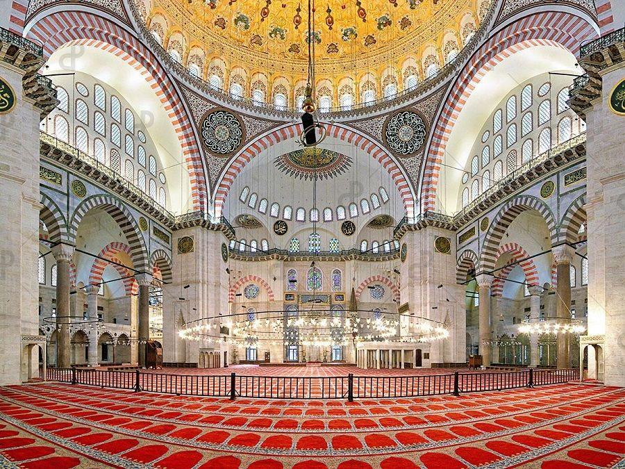 Фотография интерьера мечети Суфия в Башкирии