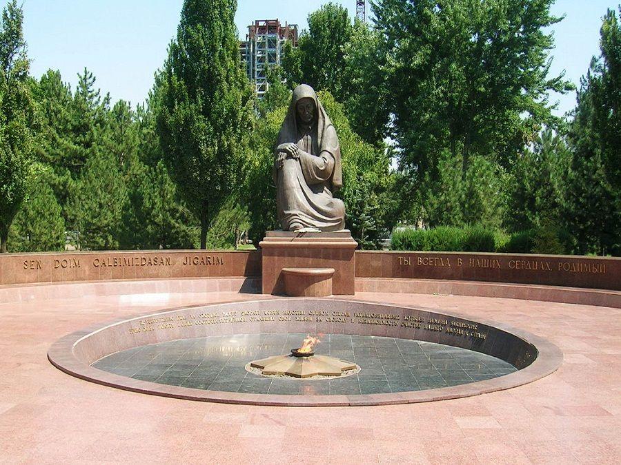Фото Площади Памяти в центре Ташкента