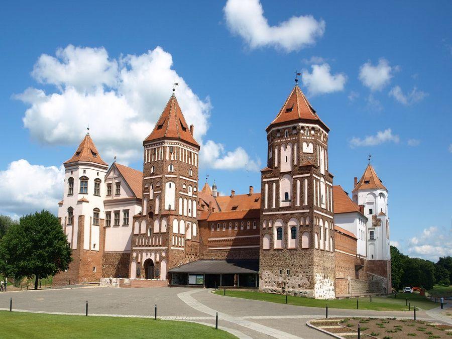 Фотография Мирского замка в Беларуси