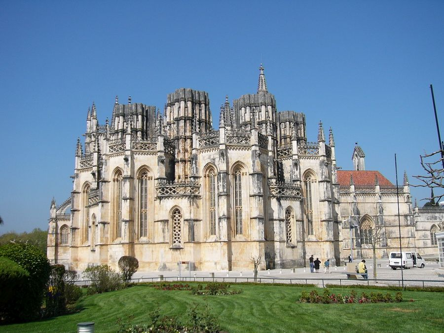 Доминиканский монастырь Санта-Мария-да-Витория фотография