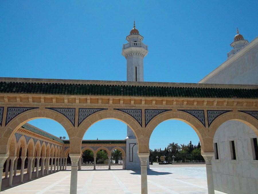 Мавзолей Хабиба Бургиба в городе Монастир вид снаружи