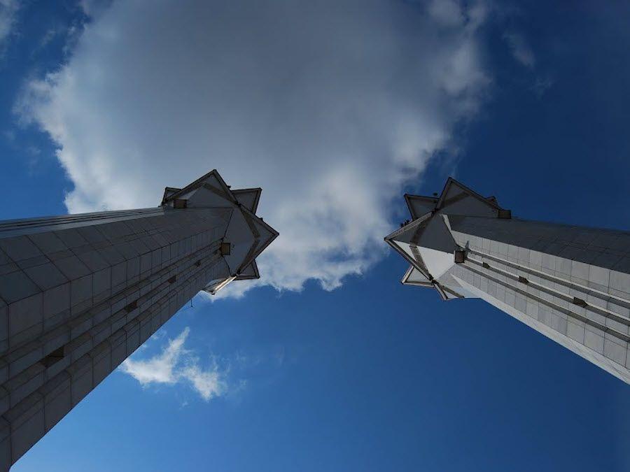 Фото вид на башни мечети Ляля Тюльпан