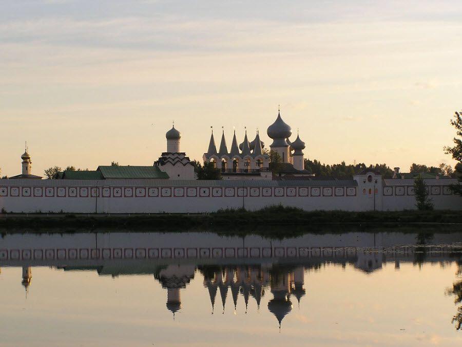 Панорама Тихвинского монастыря фото