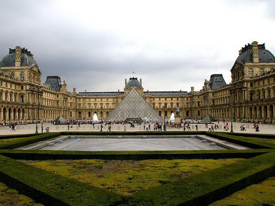 Фото панорамы Лувра