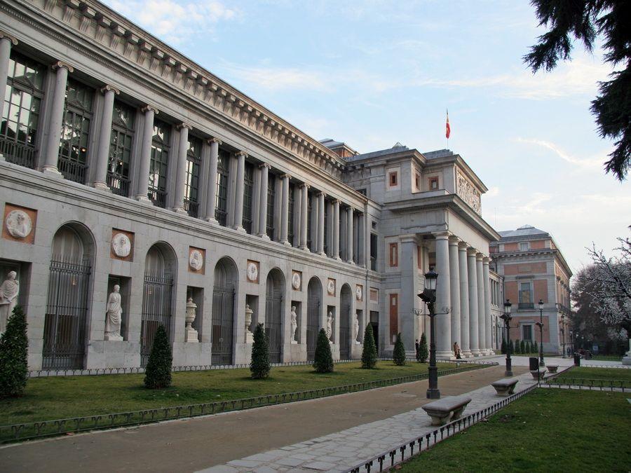 Фотография Национального музея живописи и скульптуры Прадо в Мадриде