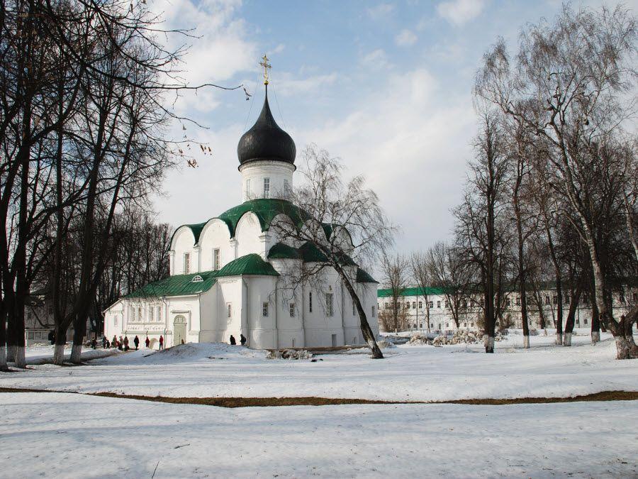 Собор Святой Троицы музея заповедника Александровская слобода фото