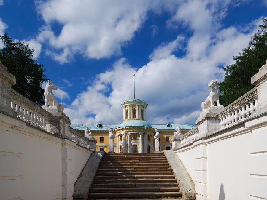 Фото дворец классического стиля усадьбы Архангельское
