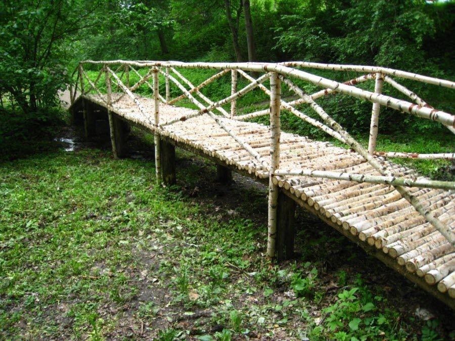 Фото красивого резного моста украшающего усадьбу Ясная Поляна