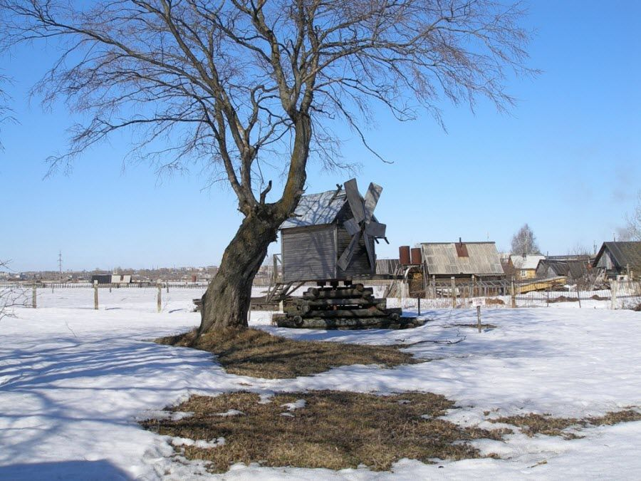 Вид на старую мельницу на территории усадьбы академика Бакулева фото