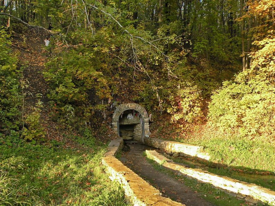 Святой источник неподалеку музея-усадьбы Долгорукова фото