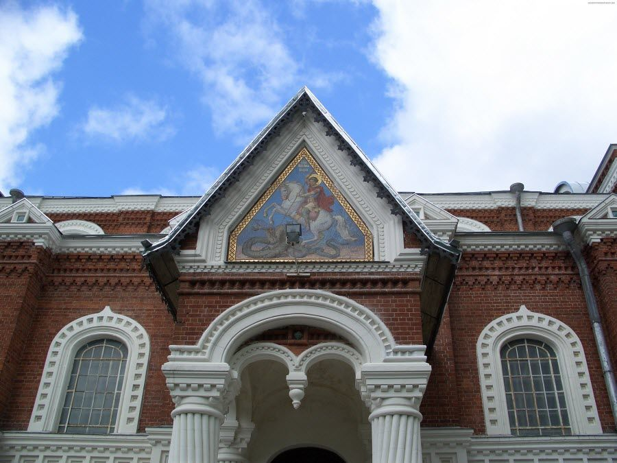 Музей стекла и хрусталя вид вблизи фото