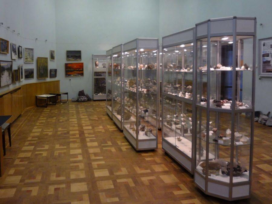 Музей минералогии и геологии вид изнутри фото