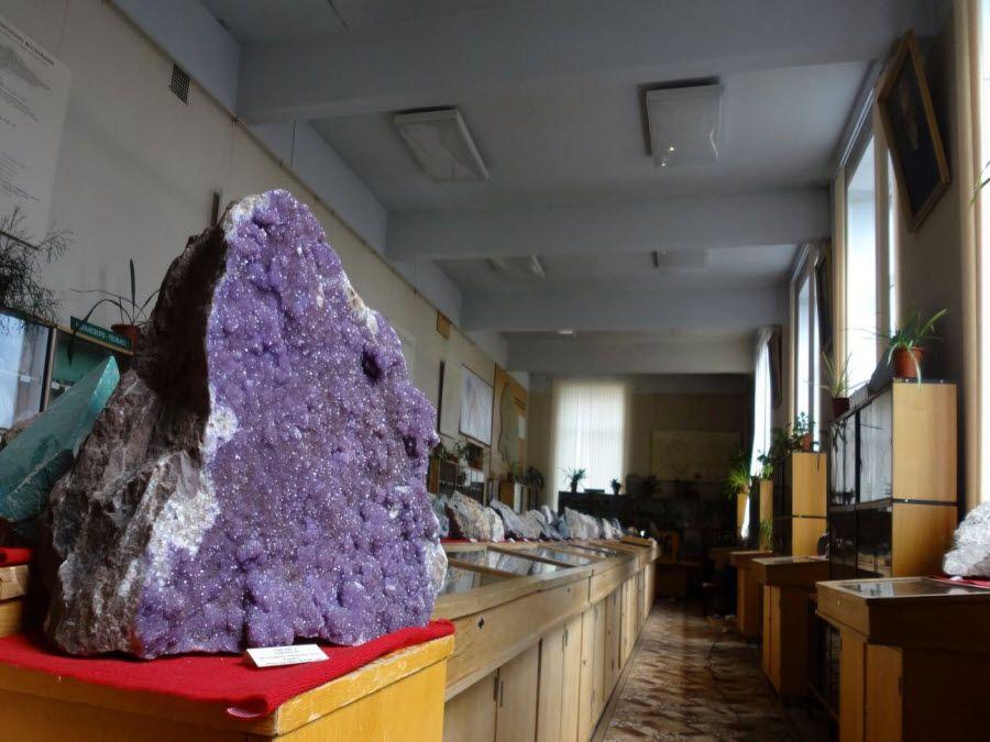 Пример экспонатов музея минералогии и геологии фото