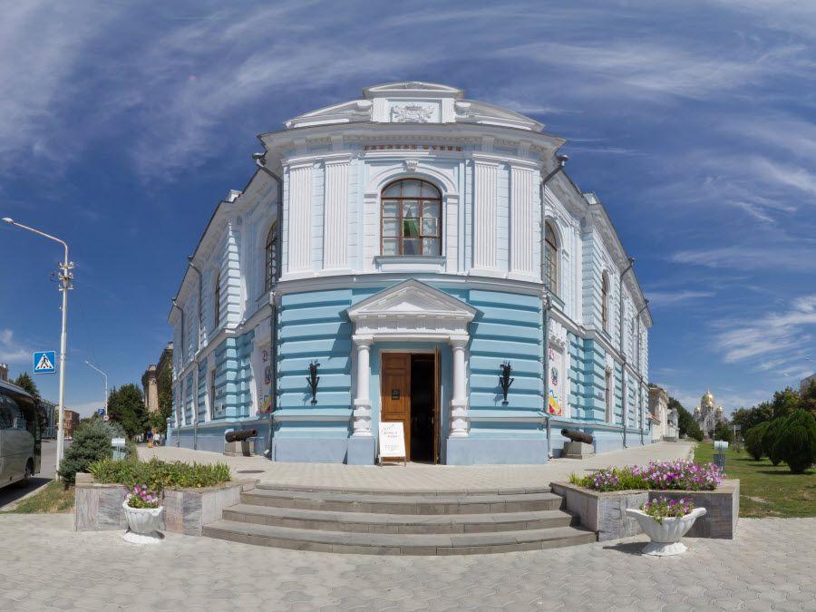Вид вблизи на музей истории донского казачества фото