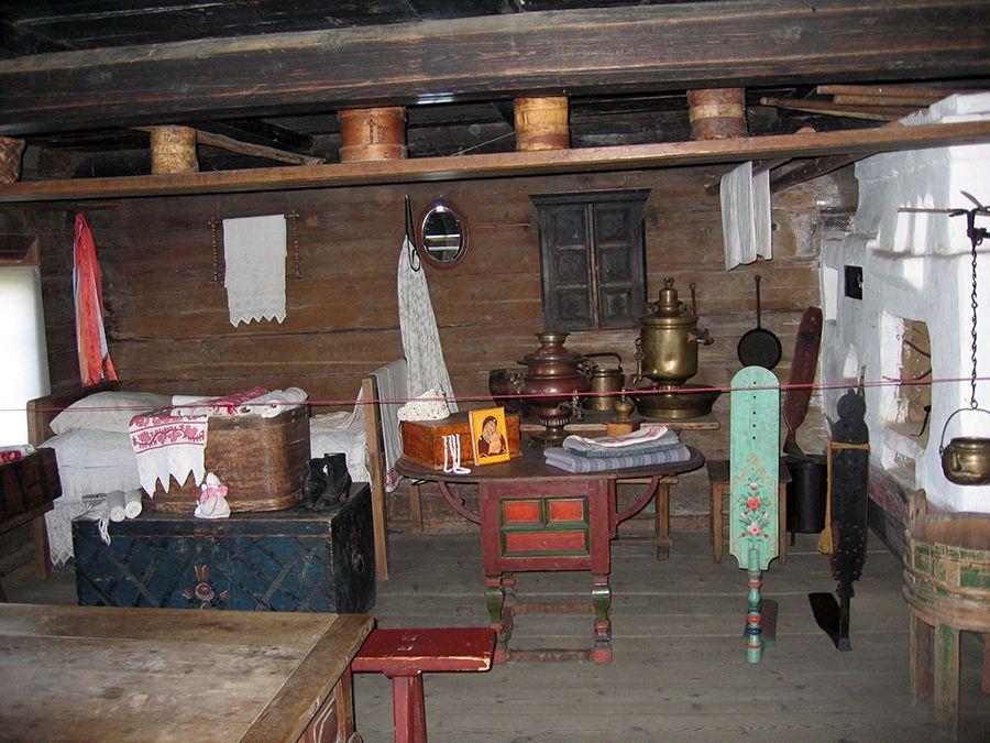 Фотография старинного интерьера избы в музее-заповеднике Киж