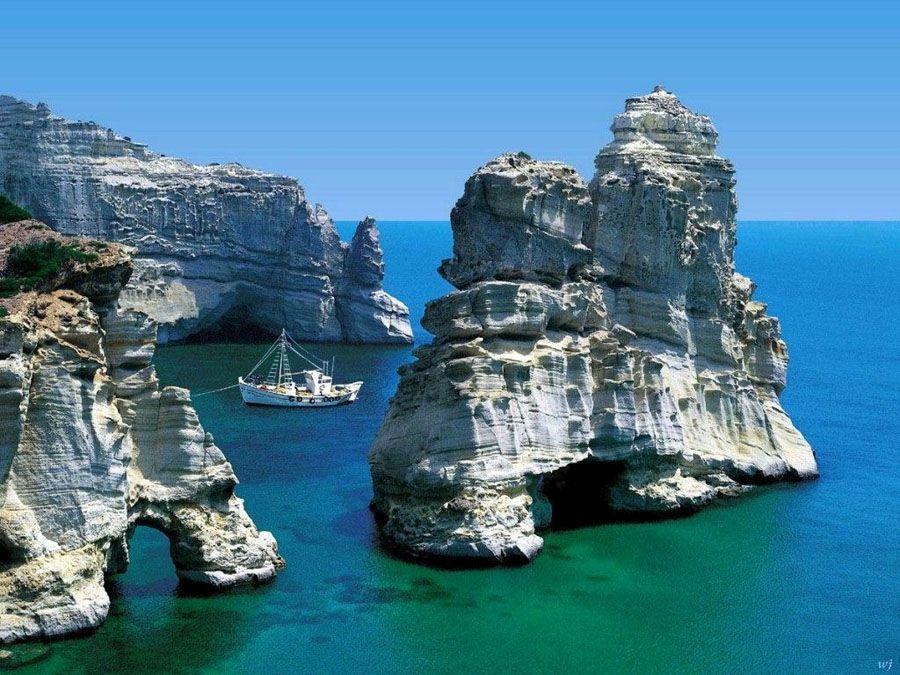 Скалы острова Миконос фотография