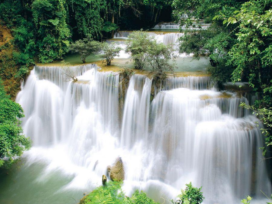 Фото одного из водопадов парка Намток Мей Сурин в Таиланде