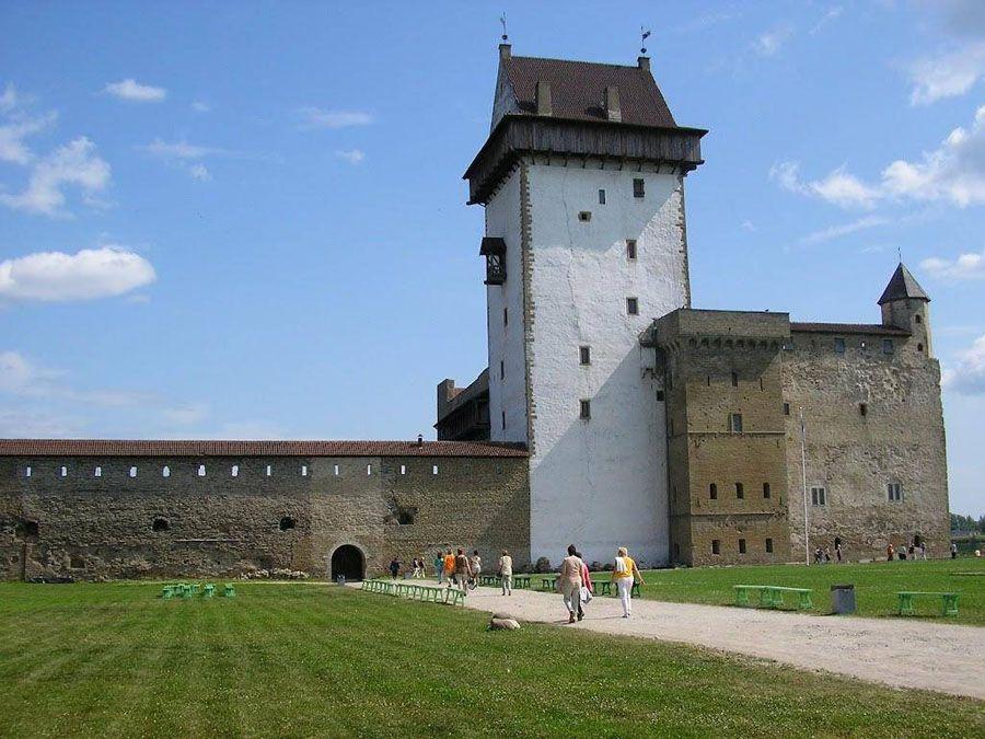 Нарвский замок фотография
