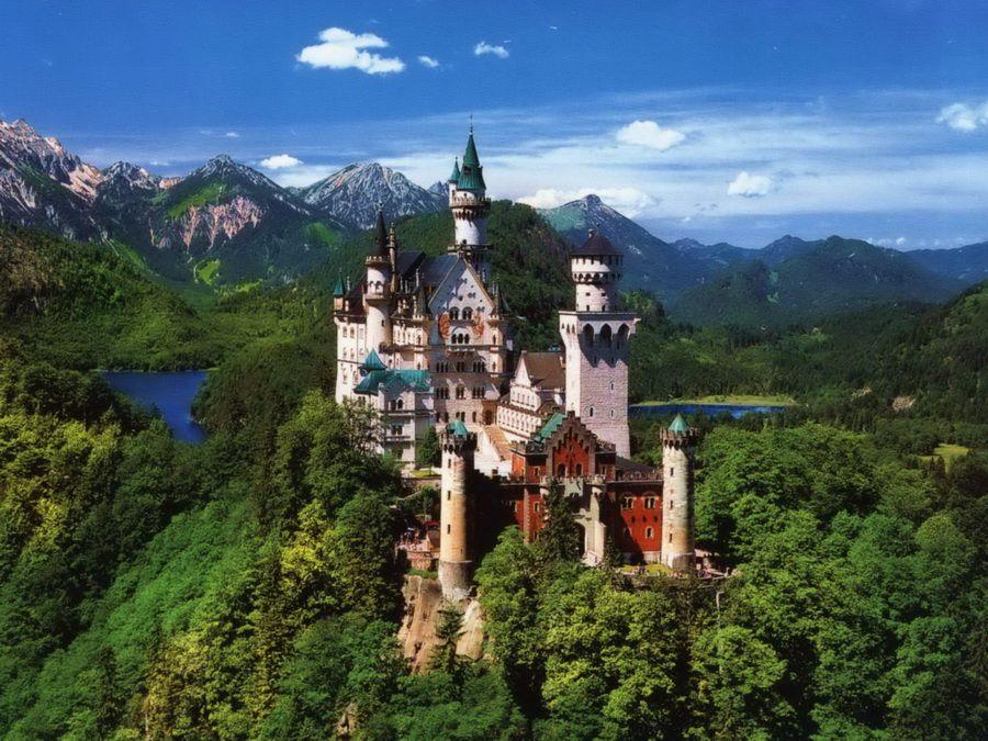 Фотография замка Нойшванштайн в Баварских Альпах