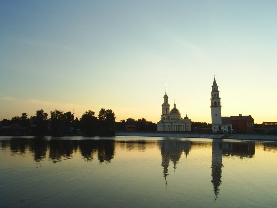 Фото вид с реки на Невьянскую башню