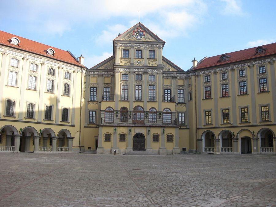 Фото внутреннего двора Несвижского замка князей Радзивиллов