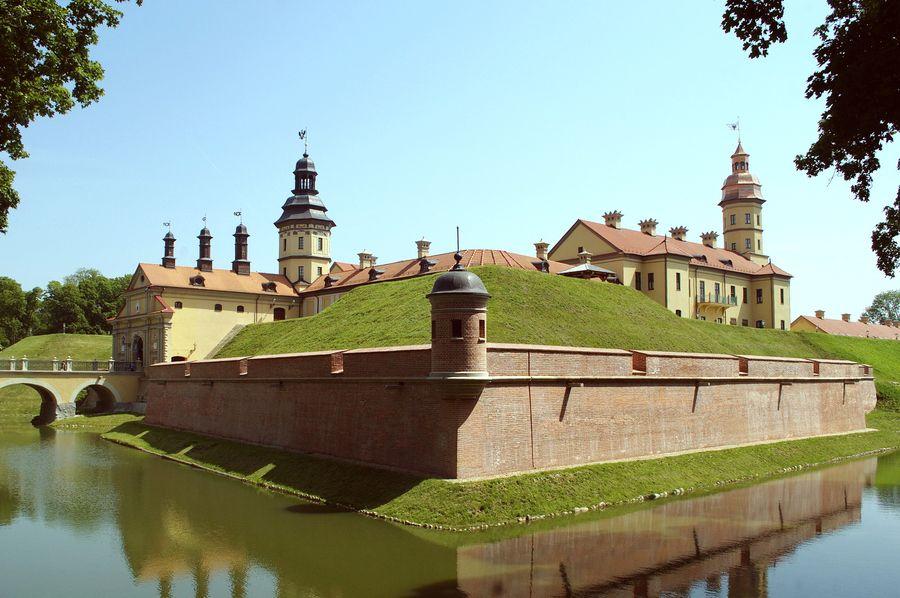 Мост Несвижского замка в Беларуси фотография