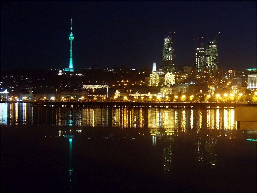 Фото ночного Баку