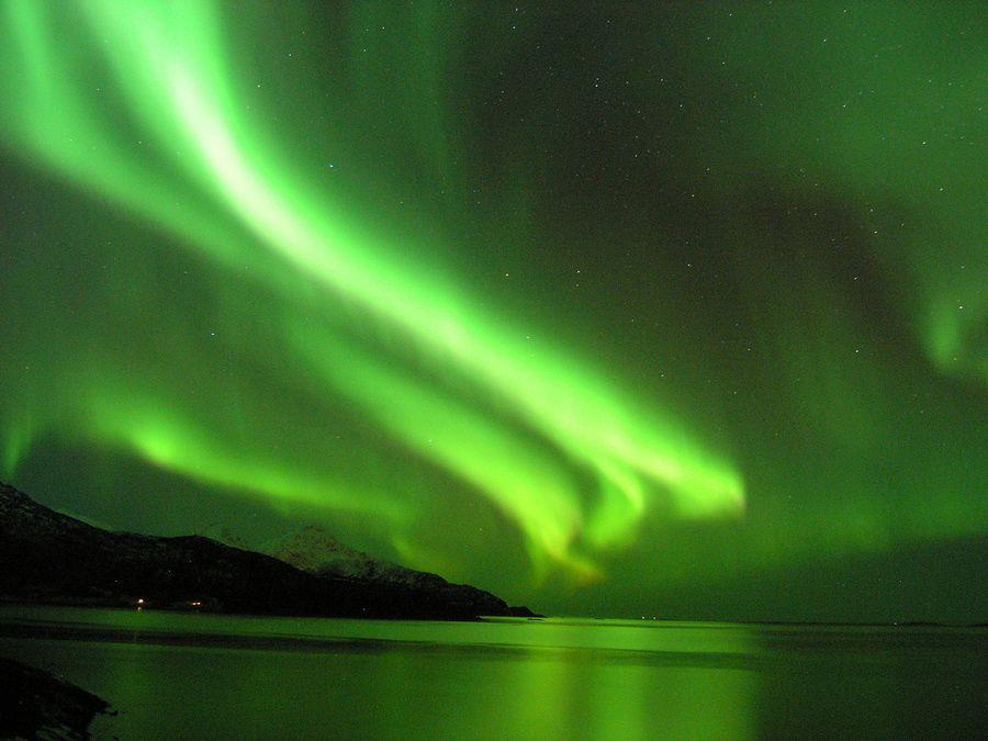 Северное сияние над Тромсе фото Норвегии