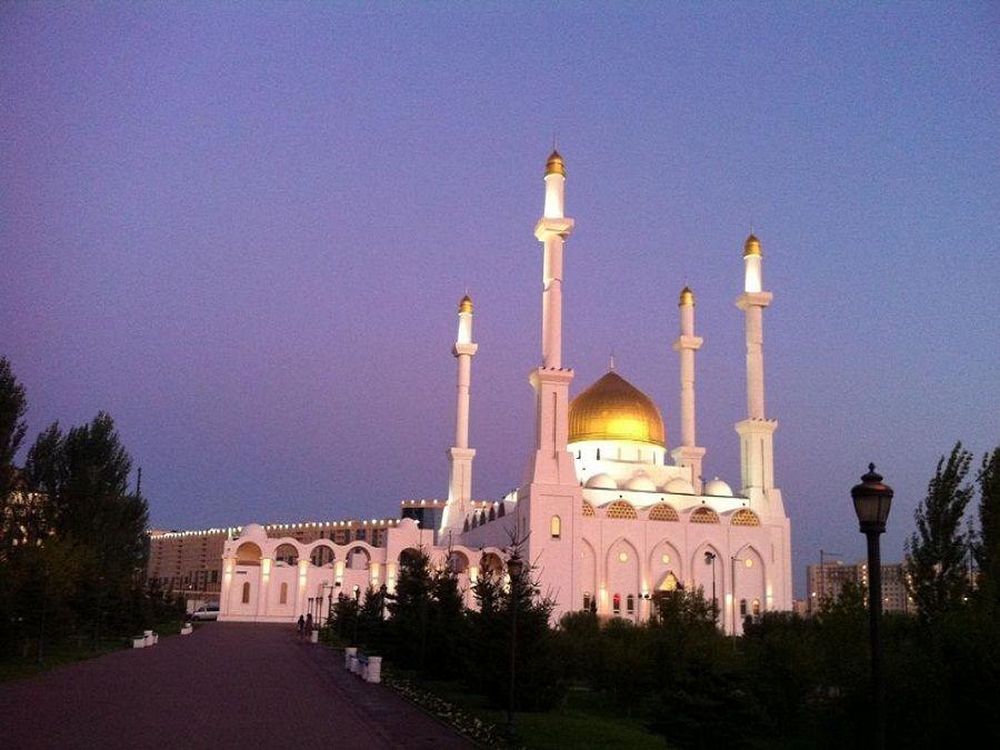 Фото мечети Нур-Астаны на закате