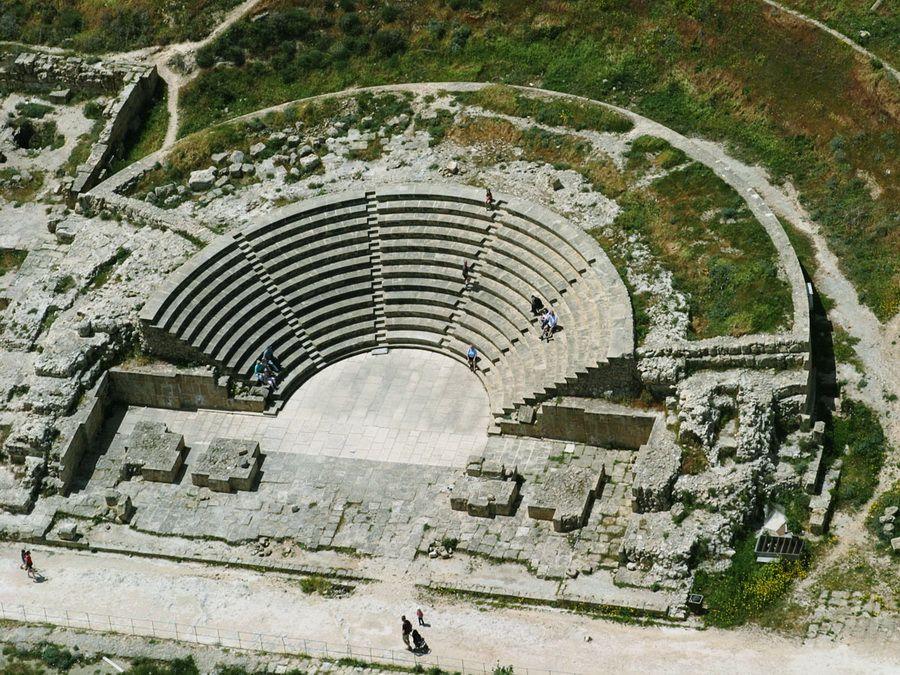 Фото древнеримского театра Одеон в Пафосе