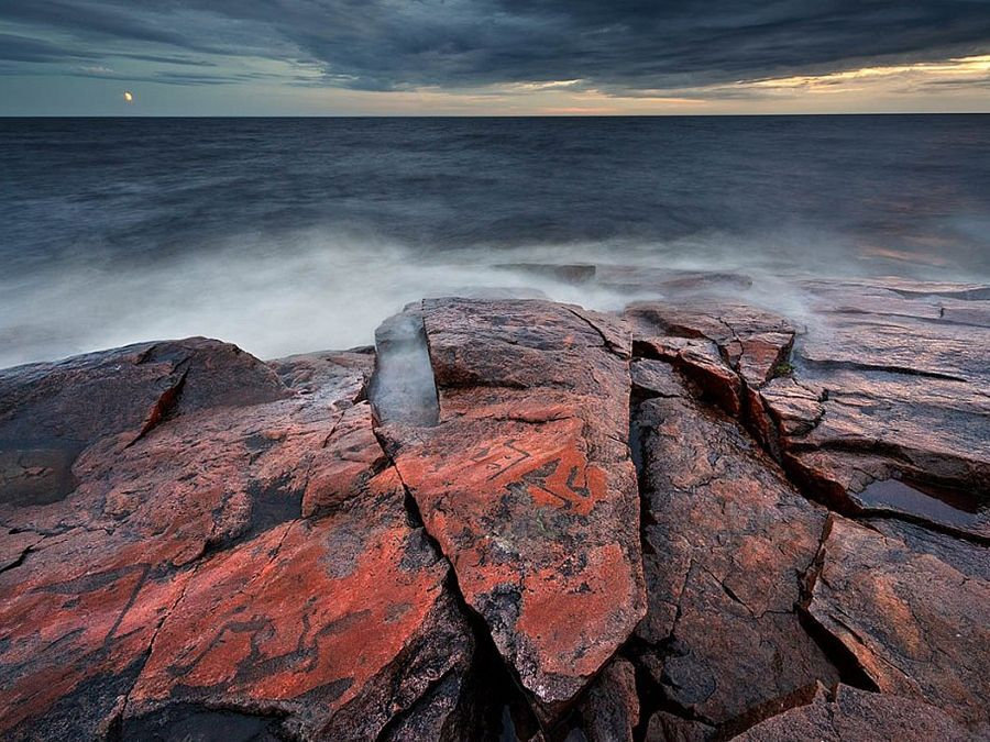 Петроглифы на Онежском озере фото