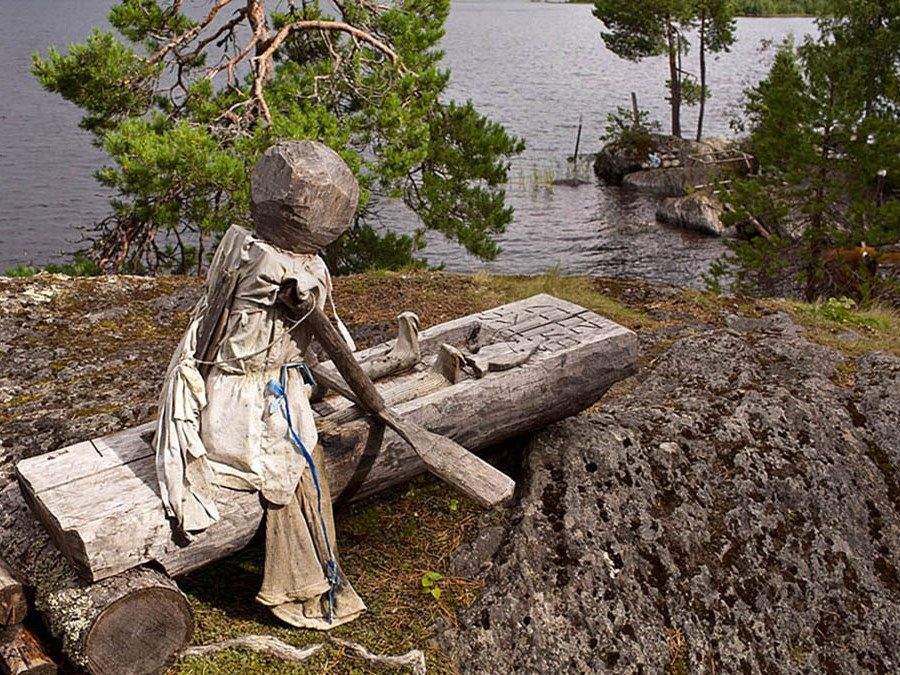 Деревянная скульптура на Острове добрых духов фото