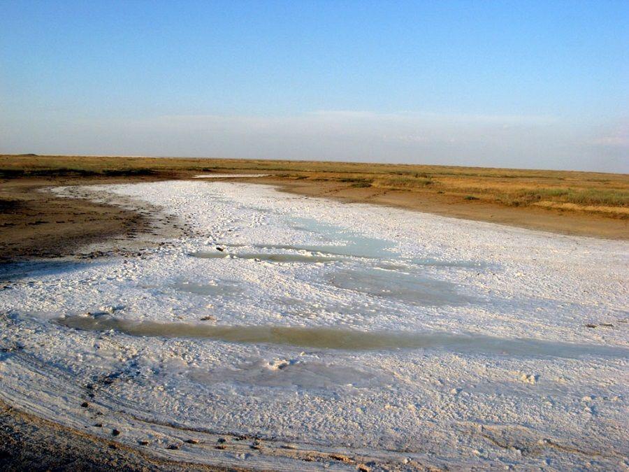 Фотография пересохшего озера Цаган-Хаг