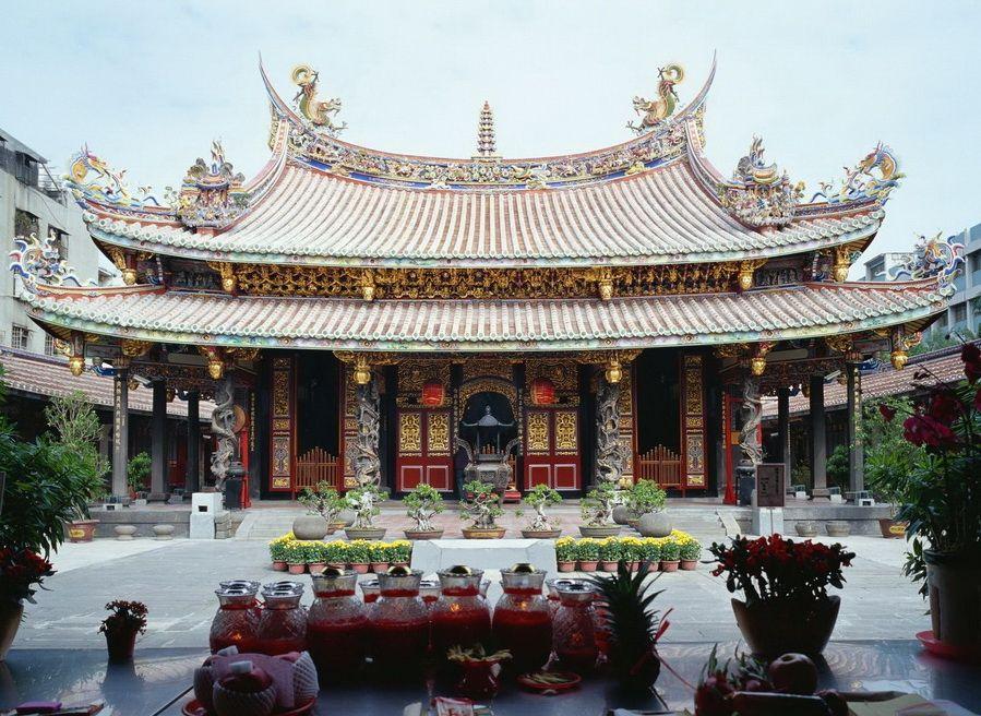 Один из самых красивых культурных памятников Китая - фото пагоды Женхай в Китае