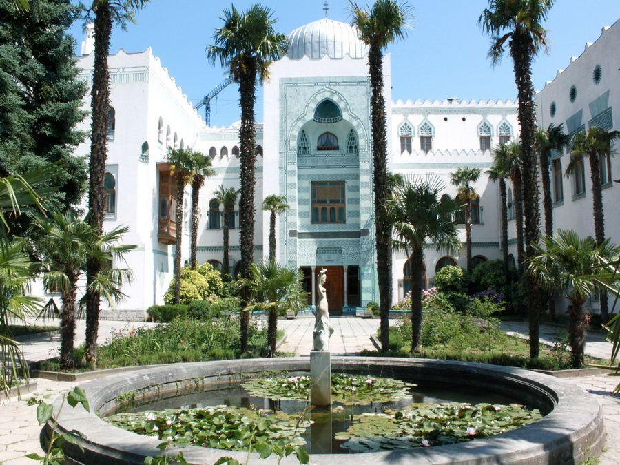Центральный вход дворца Дюльбер фото