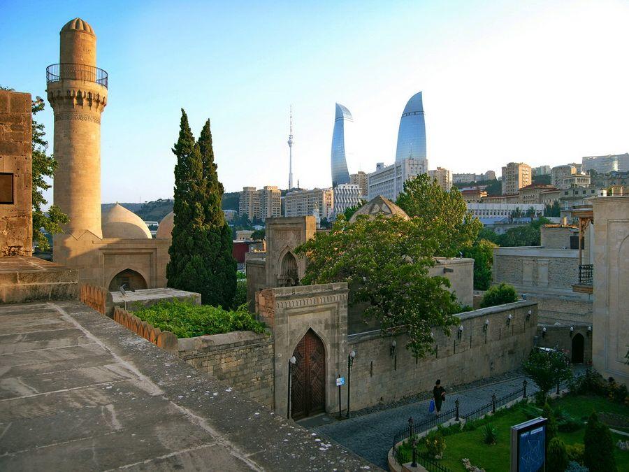 Фото вида Баку из дворца Ширваншахов