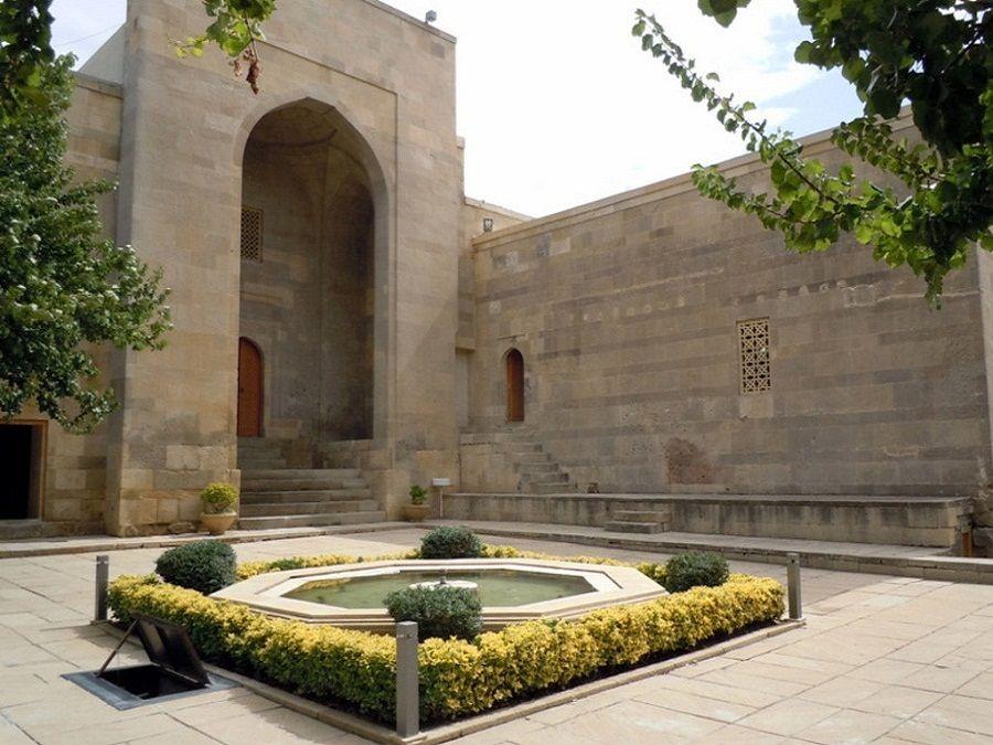 Дворец Ширваншахов территория фото